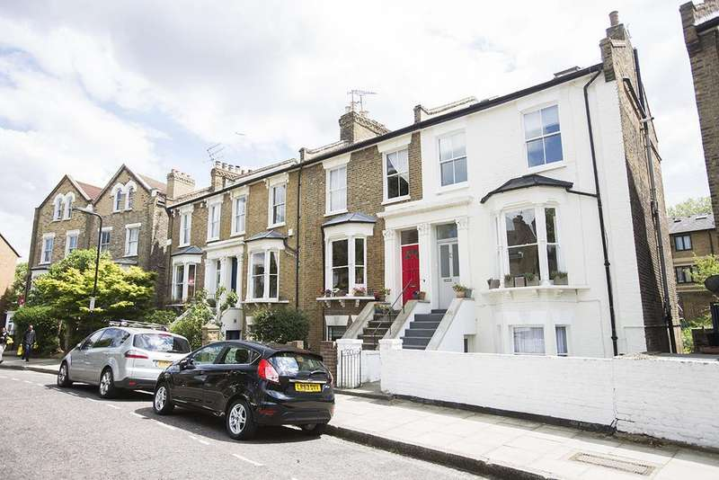 1 Bedroom Flat for sale in Montague Road, Hackney, London E8