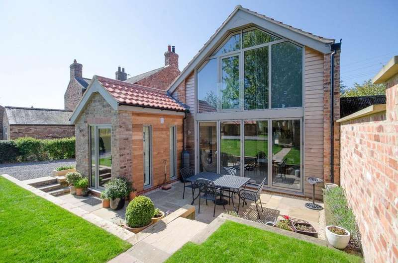 3 Bedrooms Detached House for sale in Flawith, Alne, York