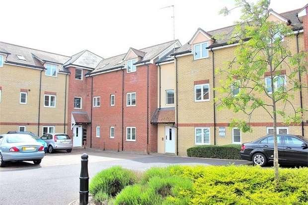 2 Bedrooms Flat for sale in Haslers Lane, Dunmow, Essex