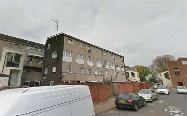 3 Bedrooms Flat for sale in Hadrians Ride, Enfield, Greater London