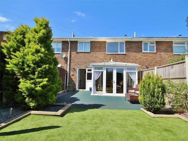 3 Bedrooms Terraced House for sale in Viscount Walk, Bearwood, BOURNEMOUTH, Dorset