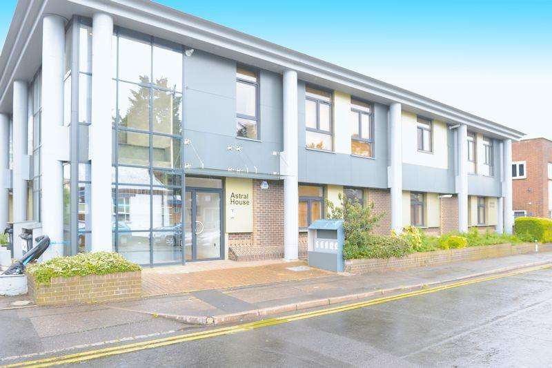 1 Bedroom Ground Flat for sale in The Runway, Ruislip