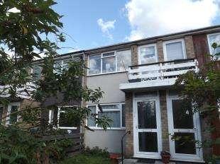 2 Bedrooms Maisonette Flat for sale in Harrow Close, Chessington, Surrey