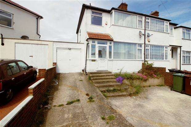 3 Bedrooms End Of Terrace House for sale in Gainsborough Gardens Edgware Harrow HA8