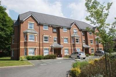 2 Bedrooms Flat for rent in Pennyford Drive, Liverpool, L18 8FB