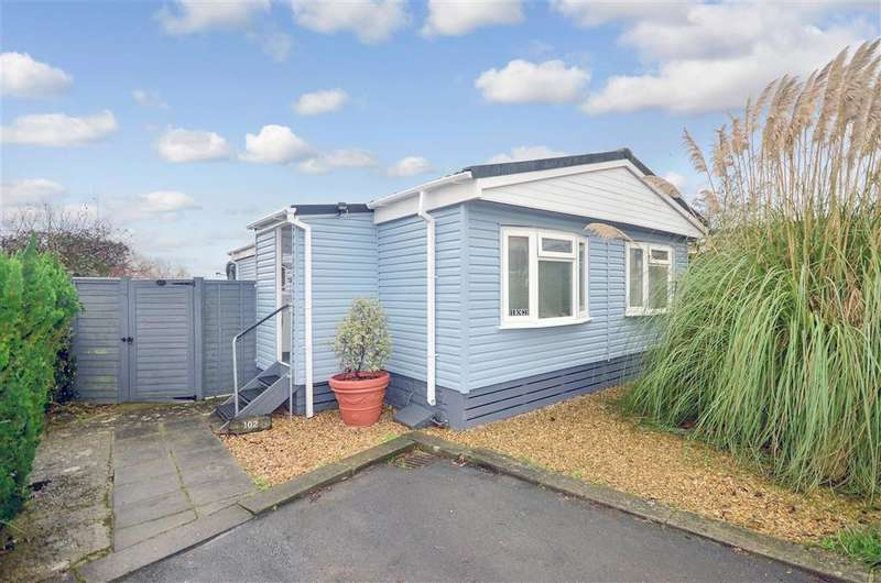 2 Bedrooms Park Home Mobile Home for sale in Folly Lane, East Cowes, Isle of Wight