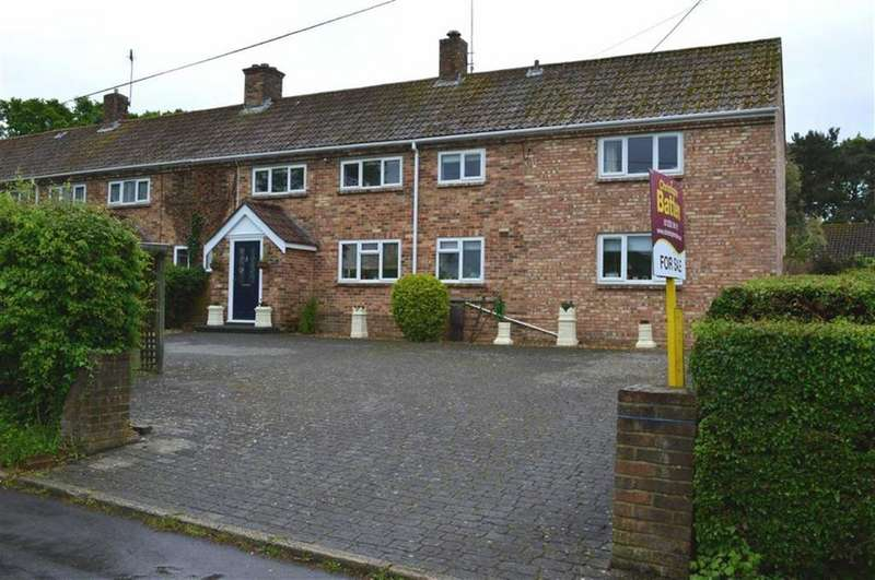 4 Bedrooms Detached House for sale in New Merrifield, Wimborne, Dorset