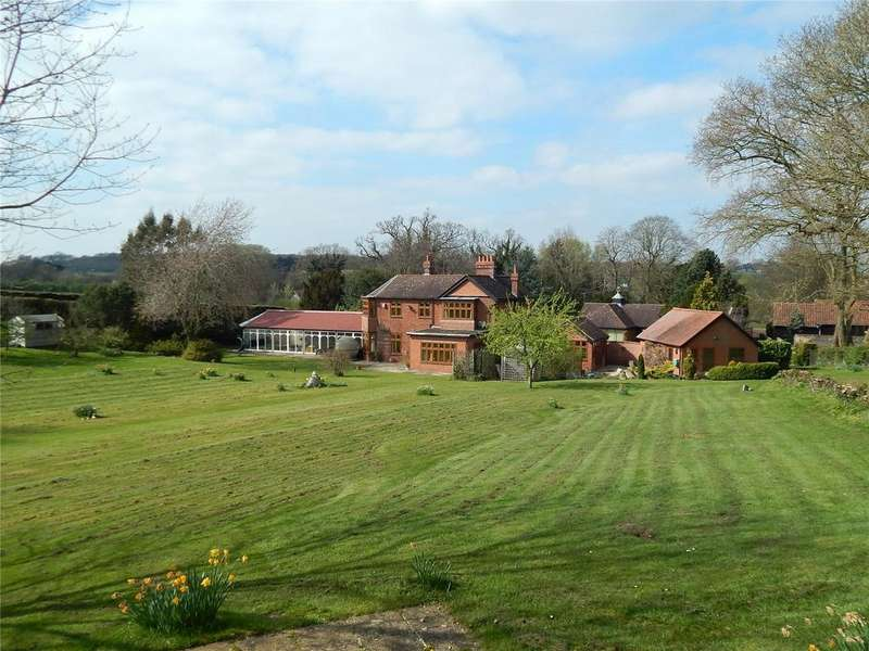 4 Bedrooms Detached House for sale in Bungay Road, Redenhall, Harleston, Norfolk