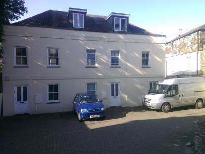 2 Bedrooms Flat for sale in Dennison Road, Bodmin, Cornwall