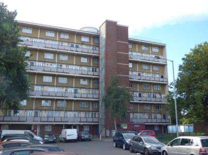 2 Bedrooms Flat for sale in Wadham House, College Close, London