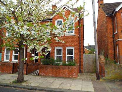 3 Bedrooms Semi Detached House for sale in Campbell Road, Bedford, Bedfordshire