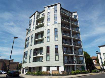 2 Bedrooms Flat for sale in Butterfly Court, 16 Acklington Drive, London