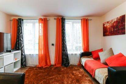 2 Bedrooms Flat for sale in Gareth Drive, London