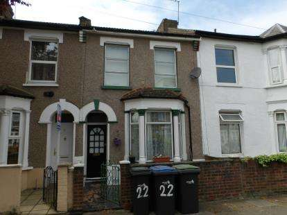 3 Bedrooms Terraced House for sale in Somerset Road, London