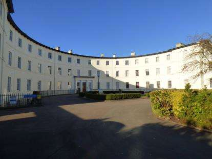 3 Bedrooms Flat for sale in The Crescent, Gloucester, Gloucestershire