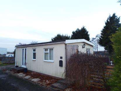 2 Bedrooms Mobile Home for sale in Caddington Park, Skimpot Lane, Skimpot, Luton