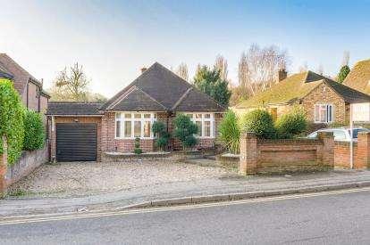3 Bedrooms Detached House for sale in Oakwood Road, Bricket Wood, St. Albans, Hertfordshire