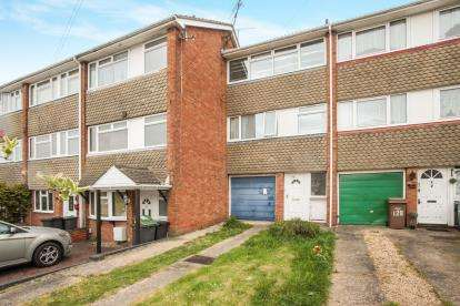 4 Bedrooms Terraced House for sale in Watermead Road, Luton, Bedfordshire