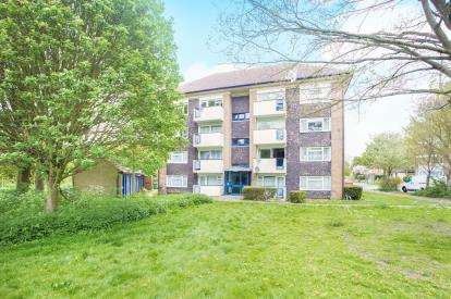 2 Bedrooms Flat for sale in Couper House, Croxley View, Watford, Hertfordshire