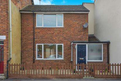 2 Bedrooms Terraced House for sale in Silver Street, Newport Pagnell, Milton Keynes, Bucks