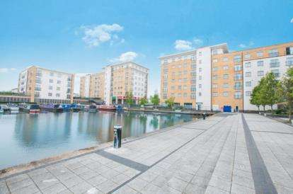 2 Bedrooms Flat for sale in Hertford House, Taywood Road, Northolt