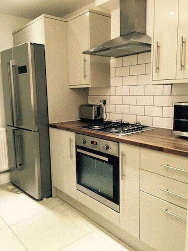 6 Bedrooms Terraced House for sale in Abingdon Road, Middlesbrough
