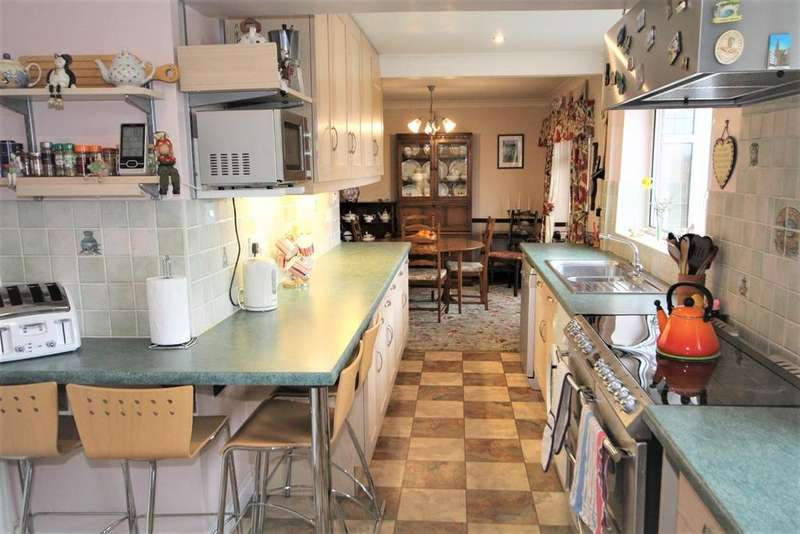 5 Bedrooms Semi Detached House for sale in Hunters Close, Dunnington, York, YO19