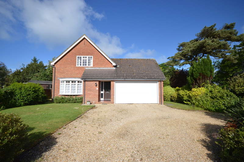 3 Bedrooms Detached House for sale in Christchurch Bay Road, Barton on Sea