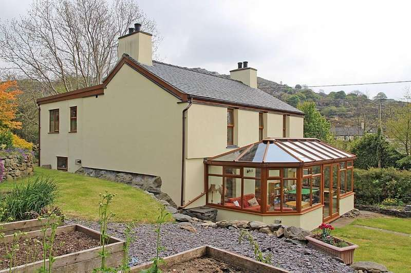 4 Bedrooms Detached House for sale in Ty Mawr, Clwt-Y-Bont, North Wales