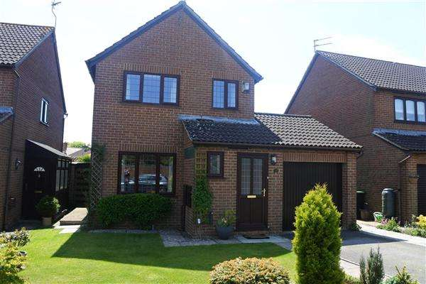 3 Bedrooms Detached House for sale in Pound Lane, Shaftesbury