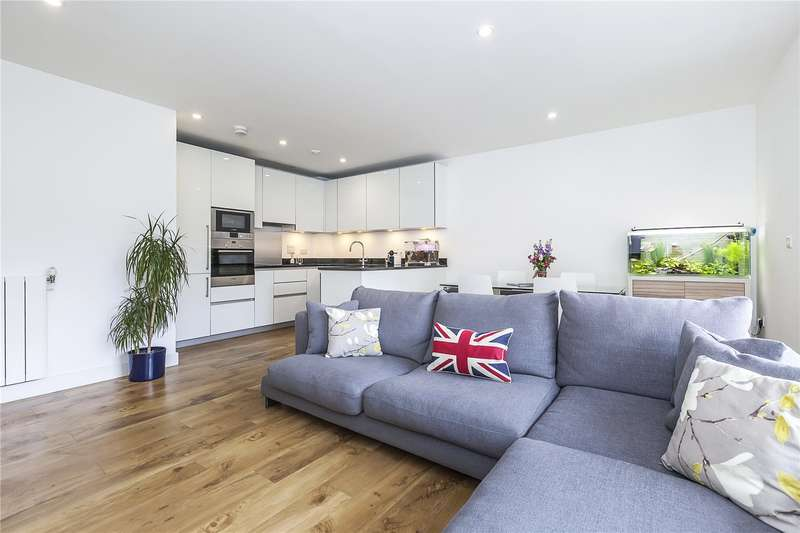 3 Bedrooms Flat for sale in Conningham Court, 19 Dowding Drive, London, SE9