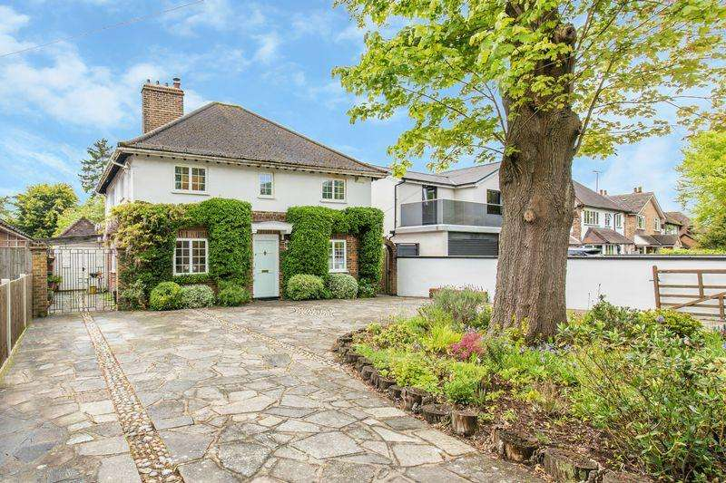 4 Bedrooms Detached House for sale in Whyteleafe Road, Caterham
