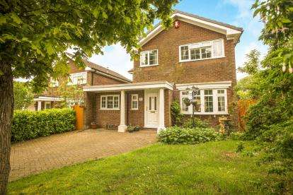 4 Bedrooms Detached House for sale in Maypark, Bamber Bridge, Preston, Lancashire