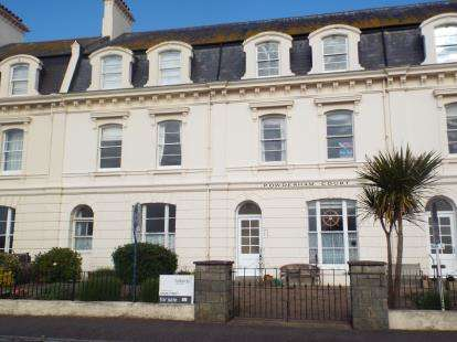 2 Bedrooms Flat for sale in Powderham Terrace, Teignmouth, Devon