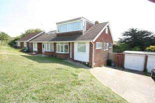4 Bedrooms Bungalow for sale in Hawth Place, Seaford, East Sussex