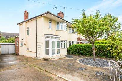 3 Bedrooms Semi Detached House for sale in Collier Row, Romford, Essex