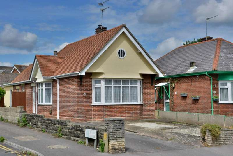 2 Bedrooms Bungalow for sale in Lake Road, Hamworthy