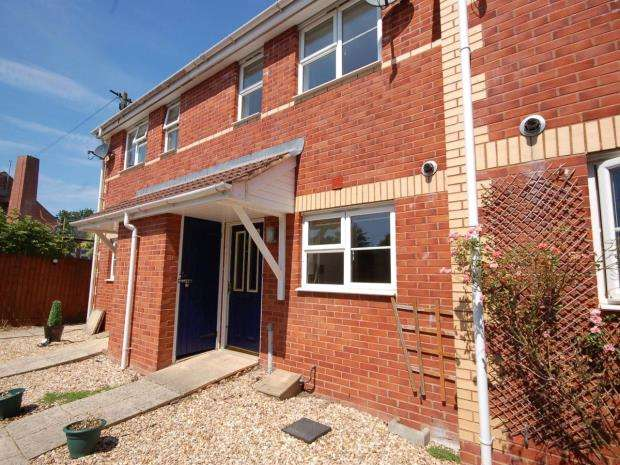 3 Bedrooms Terraced House for sale in St Philips Court, St Thomas, Exeter