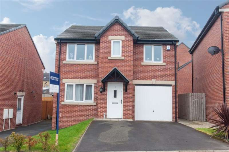 4 Bedrooms Detached House for sale in Round Hill Road, Pudsey, LS28