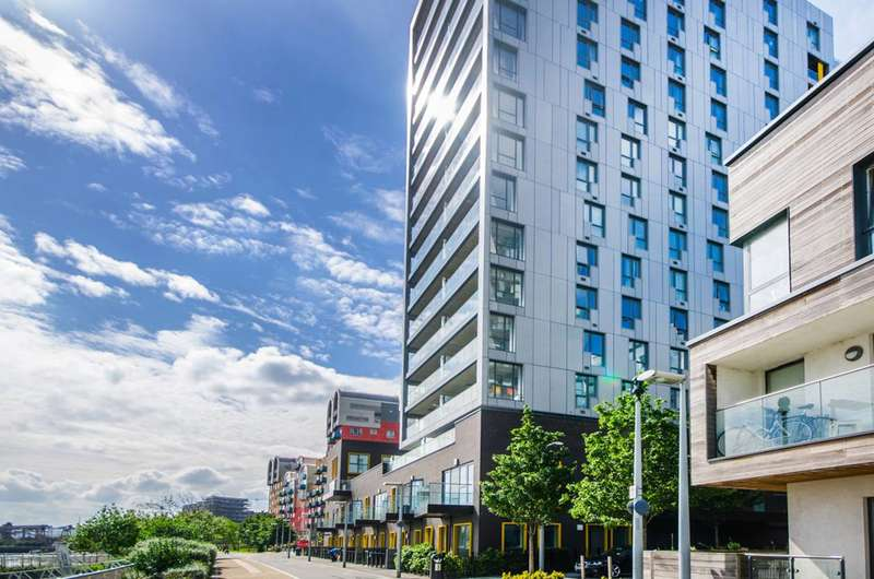 2 Bedrooms Flat for sale in Bessemer Place, North Greenwich, SE10