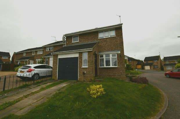 3 Bedrooms Detached House for sale in Jubilee Close, Roselands, Northampton