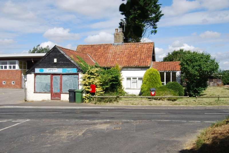 2 Bedrooms Detached House for sale in Clint Green Post Office, Norwich Road, Clint Green, Yaxham NR19 1AB