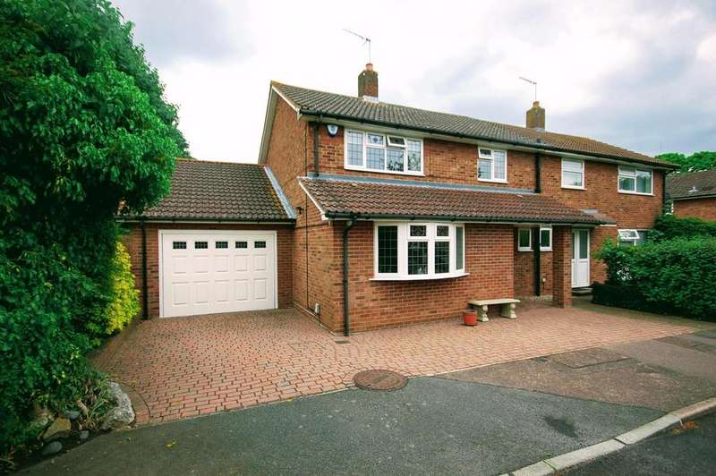 3 Bedrooms Semi Detached House for sale in Sish Close, STEVENAGE