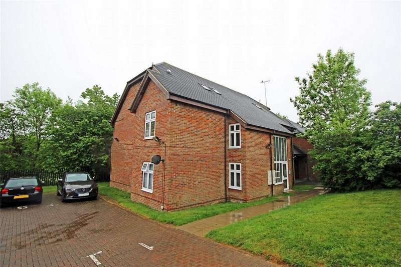 2 Bedrooms Flat for sale in Broughton Court,, Wychdell, Stevenage, Herts
