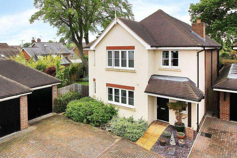 4 Bedrooms Detached House for sale in Milnwood Road, Horsham
