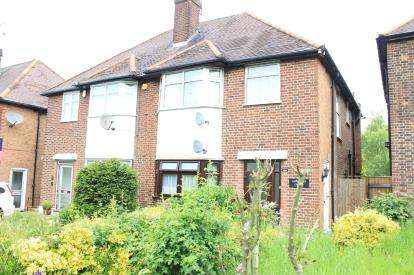 2 Bedrooms Maisonette Flat for sale in Claybury Broadway, Ilford