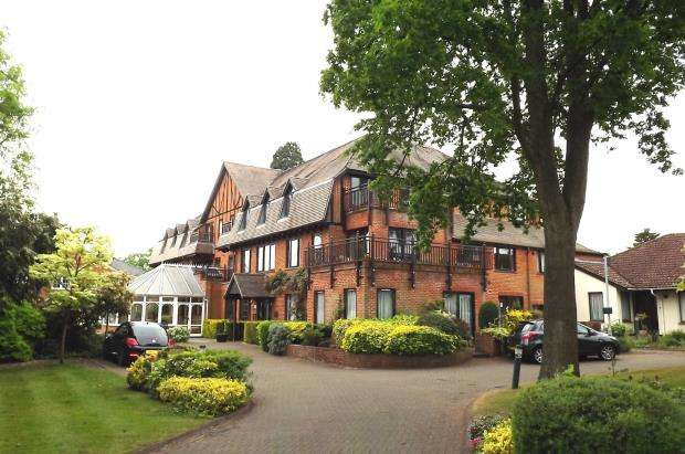 2 Bedrooms Retirement Property for sale in Hartford Court, Hartley Wintney, Hampshire