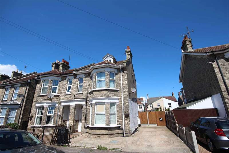 3 Bedrooms Apartment Flat for sale in Meredith Road, Clacton-On-Sea