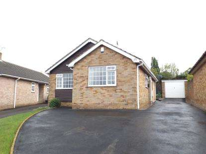 3 Bedrooms Bungalow for sale in Meadow Hill Road, Hasland, Chesterfield, Derbyshire
