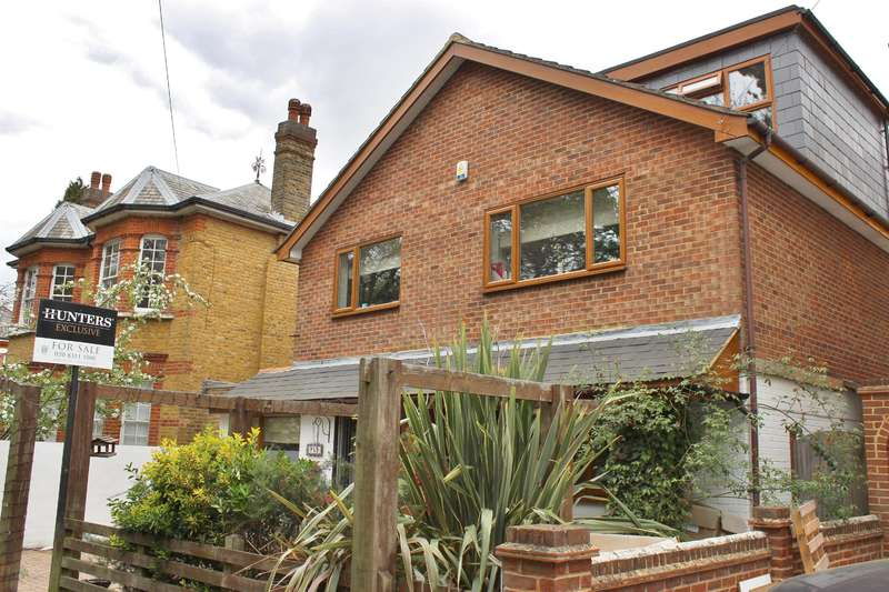 5 Bedrooms Detached House for sale in Pinewood Road , Abbey Wood, London, SE2 0RY